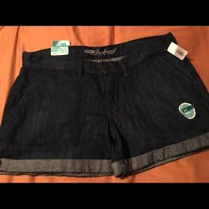 Old Navy Boyfriend shorts size 10 NWT